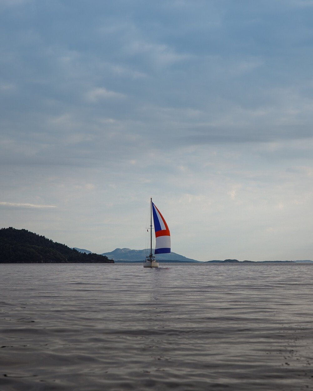 In our lifestyle, being in a hurry is never the solution. . . #sailinguma #dontbuyacouch #spinnakerweather #sailing #innohurrytogoanywhereever